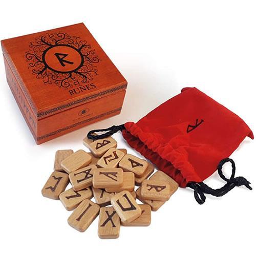 set di rune in legno